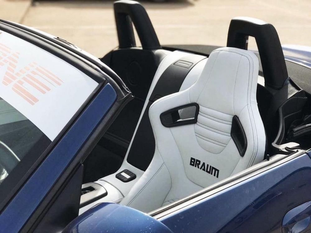 Braum Pair of White Leatherette Elite-X Series Racing Seats with Black Stitches BRR1X-WHBS, In car view